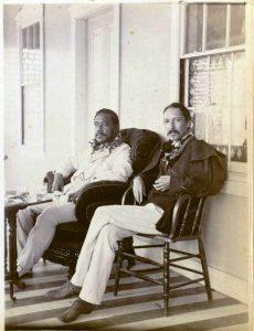 Libros-wanderlust-Robert-Louis-Stevenson-junto-al-Rey-Kalakaua-230x300 (1)